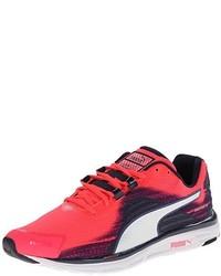 Ярко-розовые кроссовки