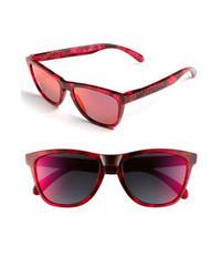 Ярко-розовые солнцезащитные очки