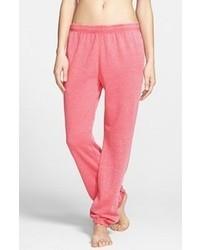 Ярко-розовые спортивные штаны