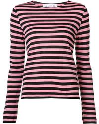 Ярко-розовый свитер с круглым вырезом в горизонтальную полоску