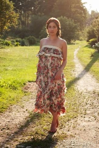 Как и с чем носить: бежевое платье-макси с цветочным принтом, красный ободок/повязка с цветочным принтом