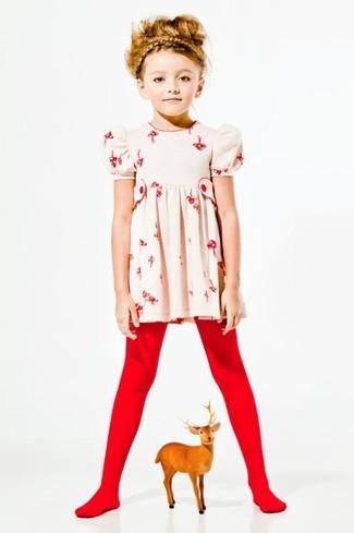 Как и с чем носить: бежевое платье с цветочным принтом, красные колготки