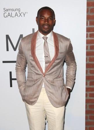 Как и с чем носить: бежевый пиджак, белая классическая рубашка, бежевые классические брюки, бежевый галстук