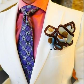 Как и с чем носить: бежевый пиджак, оранжевая классическая рубашка, фиолетовый галстук с принтом, белый нагрудный платок в горошек