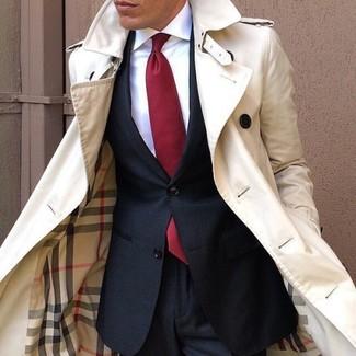 Модный лук: бежевый плащ, черный костюм, белая классическая рубашка, красный галстук