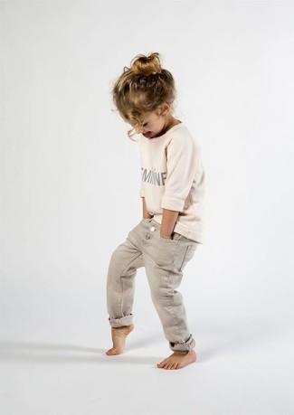 Как и с чем носить: бежевый свитер, бежевые джинсы