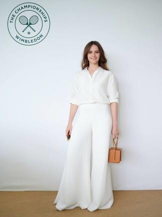Модный лук: белая шелковая классическая рубашка, белые широкие брюки, светло-коричневая кожаная сумочка, темно-зеленые солнцезащитные очки