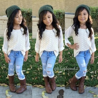 Как и с чем носить: белая кружевная классическая рубашка, голубые джинсы, темно-коричневые ботинки, темно-зеленая шапка