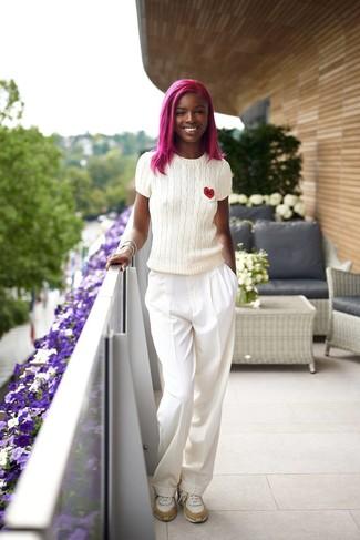 Как и с чем носить: белая кофта с коротким рукавом, белые широкие брюки, белые кроссовки