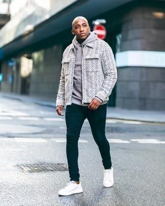 Мужские луки: Белая шерстяная куртка харрингтон и бежевый худи — неотъемлемые вещи в гардеробе мужчин с отменным вкусом в одежде.