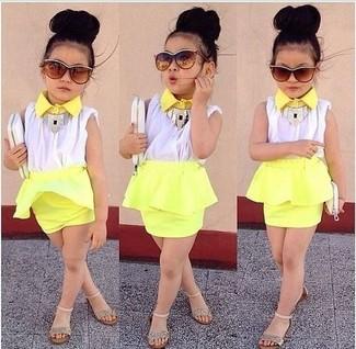 Как и с чем носить: белая майка, желтая юбка, золотые босоножки