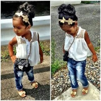Как и с чем носить: белая майка, темно-синие джинсы, золотые босоножки