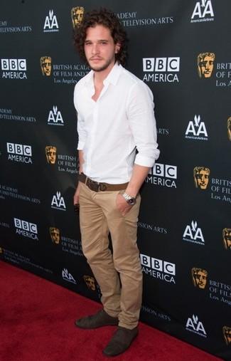 белая рубашка с длинным рукавом светло коричневые брюки чинос темно коричневые оксфорды коричневый ремень large 354