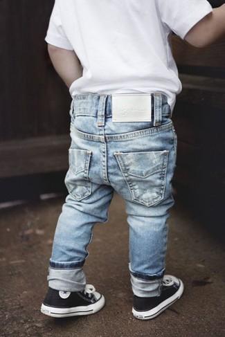 Как и с чем носить: белая футболка, голубые джинсы, черные кеды