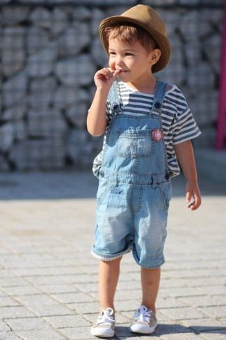 Бело-темно-синяя футболка в горизонтальную полоску: с чем носить и как сочетать мальчику: