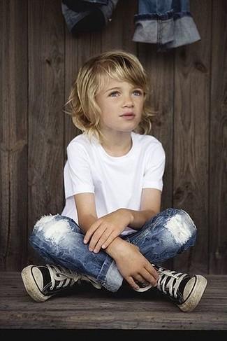 Как и с чем носить: белая футболка, синие джинсы, черные кеды