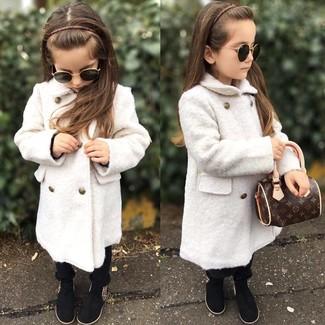 Как и с чем носить: белое пальто, черные брюки, черные ботинки