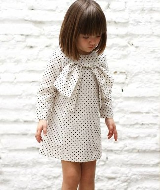 Как и с чем носить: белое платье в горошек