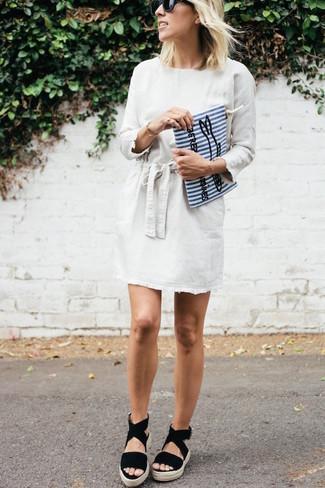 Модные женские луки 2020 фото: Составив наряд из белого платья прямого кроя, получишь прекрасный образ для неофициальных мероприятий после работы. Чтобы добавить в образ немного фривольности , на ноги можно надеть черные замшевые босоножки на танкетке.