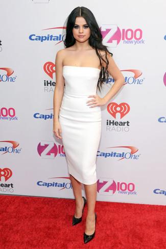 Модный лук: Белое платье-футляр, Черные кожаные туфли