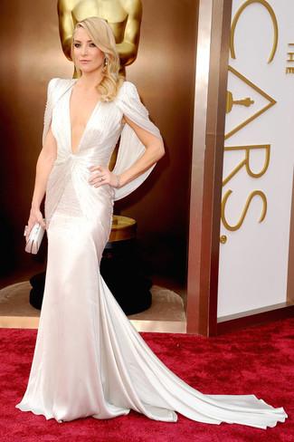 Как Kate Hudson носит Белое шелковое вечернее платье, Белый клатч