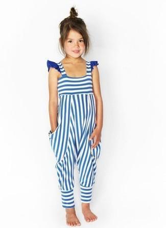 Как и с чем носить: бело-синие штаны-комбинезон в горизонтальную полоску