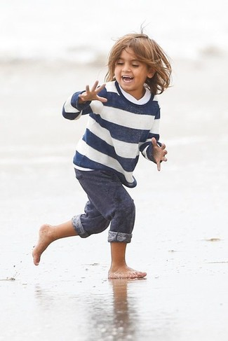 Как и с чем носить: бело-темно-синий свитер в горизонтальную полоску, темно-синие спортивные штаны
