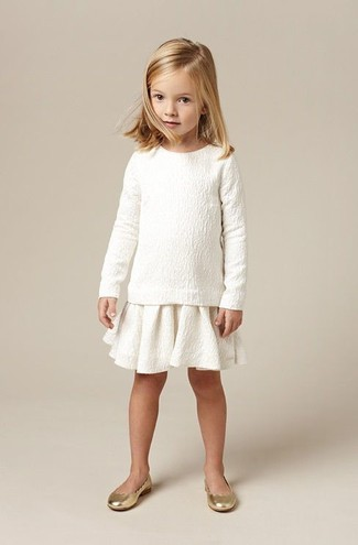 Как и с чем носить: белый свитер, белая юбка, золотые балетки