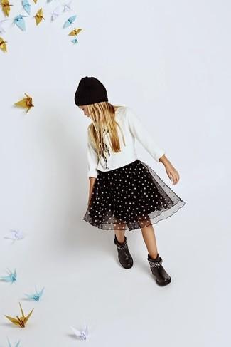 Как и с чем носить: белый свитер, черная юбка из фатина, черные ботинки, черная шапка