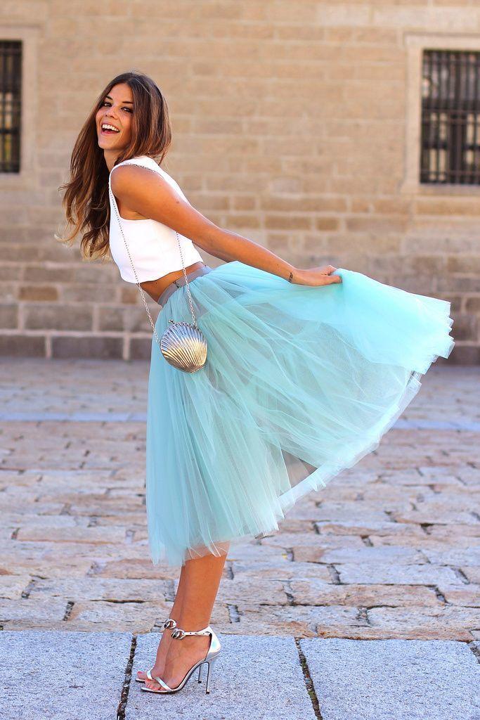Голубая юбка из фатина с чем носить