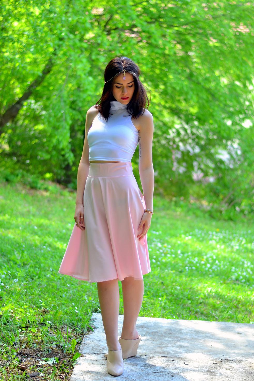 С чем носить розовую юбку миди