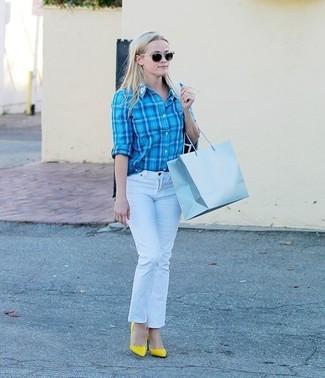 Белые джинсы: с чем носить и как сочетать женщине: Бирюзовая классическая рубашка в шотландскую клетку и белые джинсы — великолепный наряд, если ты ищешь лёгкий, но в то же время модный ансамбль. Желтые кожаные туфли — хороший вариант, чтобы дополнить ансамбль.