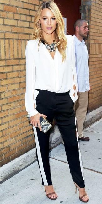 блузка с длинным рукавом узкие брюки босоножки на каблуке клатч колье large 5275