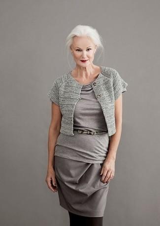 Как и с чем носить: серое болеро, серая блуза с коротким рукавом, серая юбка-карандаш, серый кожаный ремень со змеиным рисунком