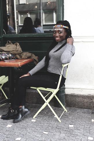 Коричневый бомбер: с чем носить и как сочетать женщине: Если ты из той категории леди, которые одеваются со вкусом, тебе придется по вкусу сочетание коричневого бомбера и черных джинсов скинни. Очень неплохо здесь будут смотреться черные кожаные ботинки челси.
