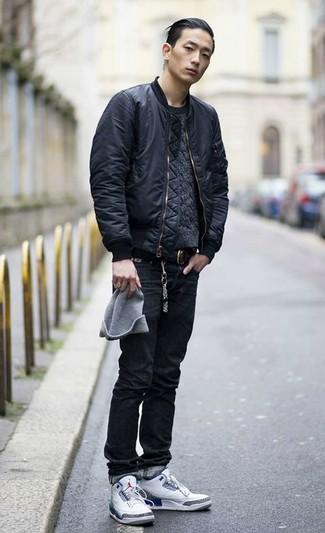 Как и с чем носить: черный бомбер, темно-серый вязаный свитер, черные джинсы, белые высокие кеды