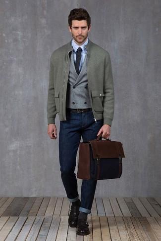 Как и с чем носить: серый шерстяной бомбер, серый шерстяной жилет, голубая классическая рубашка, темно-синие джинсы