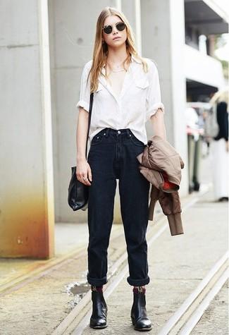 Коричневый бомбер: с чем носить и как сочетать женщине: Если ты любишь одеваться привлекательно и при этом чувствовать себя комфортно и расслабленно, тебе стоит примерить это сочетание коричневого бомбера и черных джинсов-бойфрендов. Если ты любишь смелые настроения в своих образах, закончи этот черными кожаными ботинками челси.