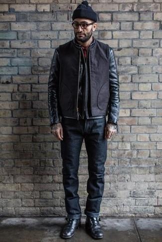Черные кожаные ботинки челси: с чем носить и как сочетать мужчине: Черный кожаный бомбер и темно-синие джинсы прочно обосновались в гардеробе современных парней, помогая составлять запоминающиеся и комфортные луки. Очень недурно здесь будут смотреться черные кожаные ботинки челси.