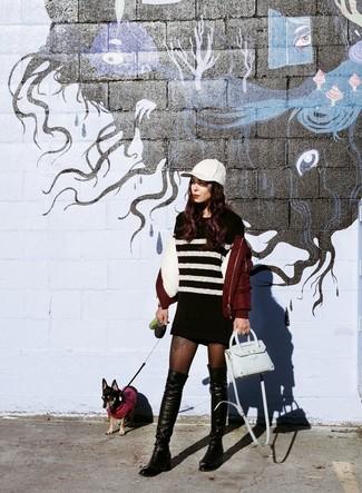 С чем носить черные колготки: Если ты любишь смотреться модно и при этом чувствовать себя комфортно и уверенно, тебе стоит попробовать это сочетание темно-красного бомбера и черных колготок. И почему бы не привнести в этот наряд на каждый день чуточку утонченности с помощью черных кожаных ботфортов?