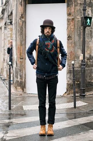 Как и с чем носить: темно-синий кожаный бомбер, темно-синяя рубашка с длинным рукавом в шотландскую клетку, черные брюки чинос, светло-коричневые кожаные повседневные ботинки