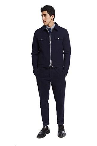 Как и с чем носить: темно-синий шерстяной бомбер, бело-темно-синяя рубашка с длинным рукавом в вертикальную полоску, темно-синие вельветовые джинсы, черные кожаные туфли дерби