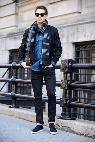 Как и с чем носить: черный бомбер, синяя рубашка с длинным рукавом, темно-синие слипоны, темно-синий шарф в шотландскую клетку