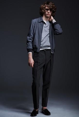 Как и с чем носить: темно-синий бомбер, серый свитер с горловиной на пуговицах, серая лонгслив с горловиной на пуговицах, черные классические брюки