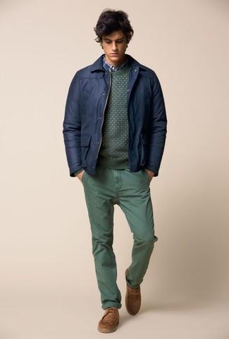 Как и с чем носить: темно-синий бомбер, зеленый свитер с круглым вырезом, синяя рубашка с длинным рукавом в шотландскую клетку, зеленые брюки чинос