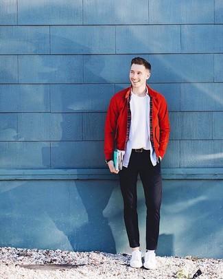 Как и с чем носить: красный бомбер, белый свитер с круглым вырезом, голубая рубашка с длинным рукавом, черные брюки чинос