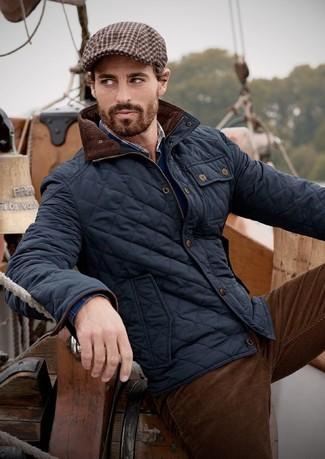 Как и с чем носить: темно-синий стеганый бомбер, темно-синий свитер с v-образным вырезом, темно-синяя рубашка с длинным рукавом в шотландскую клетку, темно-коричневые вельветовые джинсы