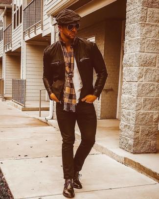 Модный лук: черный кожаный бомбер, белая футболка с круглым вырезом, черные джинсы, черные кожаные ботинки дезерты