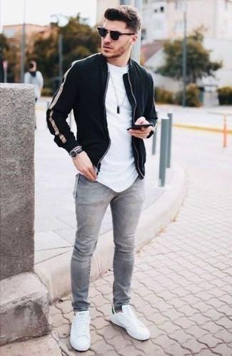 Модные мужские луки 2020 фото: Несмотря на то, что это достаточно простой лук, тандем черного бомбера и серых джинсов неизменно нравится джентльменам, а также покоряет сердца прекрасных дам. Бело-зеленые низкие кеды из плотной ткани органично впишутся в лук.