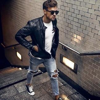 С чем носить черный кожаный стеганый бомбер мужчине: Если ты наметил себе сумасшедший день, сочетание черного кожаного стеганого бомбера и голубых рваных джинсов позволит составить функциональный лук в стиле кэжуал. Темно-сине-белые низкие кеды из плотной ткани добавят ансамблю нотки классики.